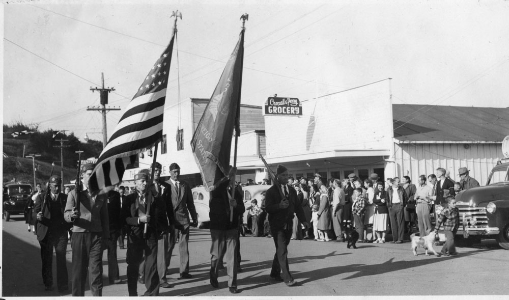 44493-Cranberry_Festival_1948_parade_colorguard_VFW-Vedder_coll_Bandon-Historical-Society