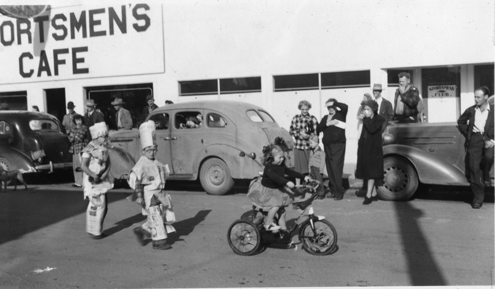44498-Cranberry_Festival_1948_parade_Western_World_suits-Vedder_coll_Bandon-Historical-Society