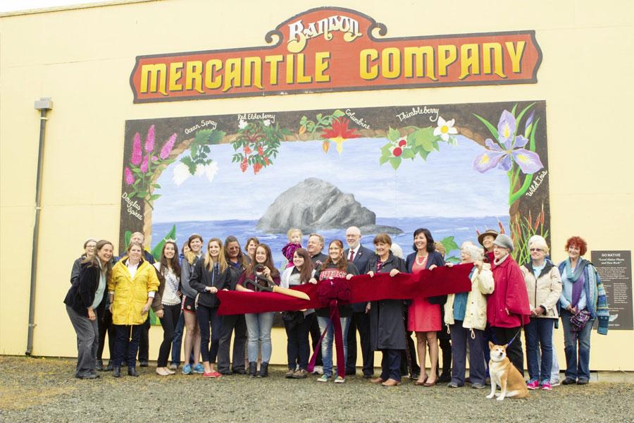 members-bandon-merchantile-go-native-mural