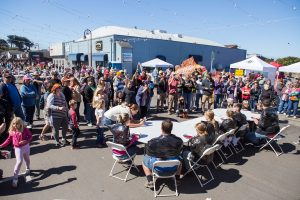 crowd, cranberry eating contest, Bandon Cranberry Festival 2016