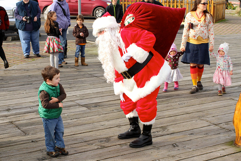 winter-holiday-santa-boardwalk