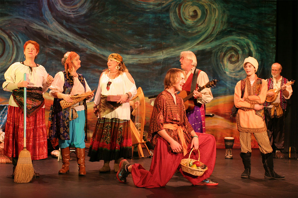 winter-holidays-sprague-theater-old-befana-village-chorus